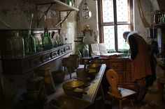 The Alchemy Museum and Lab in the United States will include a working Alchemy Laboratory with work stations for up to twelve students at a time. Classes on plant and mineral alchemy will be presented by visiting alchemists and herbalists.