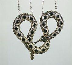 Colar Cobra com pedras na cor esmeralda joias exclusivas - Joias Carmine com 10 camadas de ouro 18k