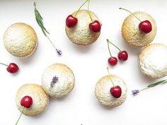 Třešňové muffiny s mandlemi a ovesnými vločkami
