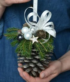 Rustic Christmas, Christmas Wreaths, Christmas Decorations, Holiday Decor, Christmas Time Is Here, Xmas Holidays, Diy Home Crafts, Christmas Crafts, New Years Decorations