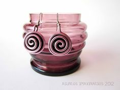 Asuntos imaxinarios Jewelry 2012. Earrings: Glass and alluminium wire.