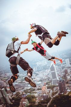 Base jumping with your friends >> Hang Gliding, Base Jumping, Paragliding, Skydiving, Its A Wonderful Life, Gliders, Jumpers, Gopro, Just Go
