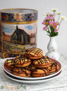 Paleuri de cofetarie cu ciocolata Romanian Food, Romanian Recipes, Home Food, Snacks, Biscuits, Caramel, Diy And Crafts, Deserts, Fondant
