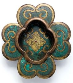 History of Cloisonné in Japan - Victoria and Albert Museum Victoria And Albert Museum, Japanese Culture, Japanese Art, Decoration, Art Decor, Door Fittings, Knobs And Knockers, Historical Artifacts, Bronze