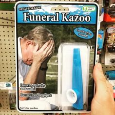 Funerals bring with them sorrows and tears. But here at Livelypals we derive humour out of everything. So here are Extremely Hilarious Funeral Memes. But they are fun overall. Memes Estúpidos, Stupid Funny Memes, Funny Fails, Haha Funny, Hilarious, Funny Stuff, Random Stuff, Dank Memes Funny, Funny Humor