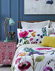 Flower Field Meadow is bright, colourful and full of the most gorgeous array of watercolour flowers. Designer Fi's signature oversized,watercolour blooms truly give the sense of sleeping in a wild meadow, in keeping with the brand's feel good design philosophy.