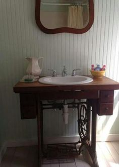 Repurposed old Singer sewing machine. hmm well there's an idea. downstairs powder room maybe? Refurbished Furniture, Repurposed Furniture, Furniture Makeover, Diy Furniture, Sewing Machine Tables, Antique Sewing Machines, Sewing Tables, Shabby Chic, Home Decor