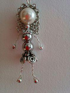 Ciondolo bambolina con testa di perla