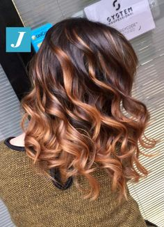 Originality makes the difference _ Degradé Joelle Ombre Curly Hair, Brown Ombre Hair, Ombre Hair Color, Hair Color Balayage, Dyed Hair, Curly Hair Styles, Gorgeous Hair, Hair Looks, Pretty Hairstyles