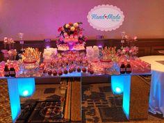 Hermosa mesa de productos salados para los Xv años de Michelle tema color rosa