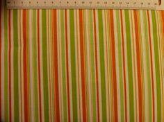 Grøn og orange stribet patchworkstof - er et super flot stribet patchworkstof i klare farver