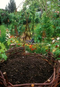 Who knew compost could be so beautiful! Wow, I bet this would work great for planting potatoes too...