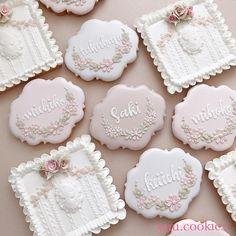 いつもお世話になっている方からのご依頼💡 結婚の記念にご親族にお渡しするクッキーを🍪とのこと✨ 私にオーダー頂けるなんて光栄です😍 ご結婚おめでとうございます♥️ ・ ※ただ今オーダーは知り合いのみお受けしております。 ・ #アイシングクッキー#クッキー… Summer Cookies, Fancy Cookies, Sweet Cookies, Iced Cookies, Cute Cookies, Fondant Cookies, Cookie Icing, Royal Icing Cookies, Cupcake Cookies