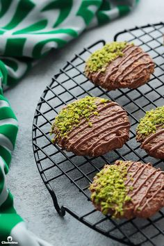 Chocolate Konafa Cookies Low Carb Brasil, Cheese Rolling, Candied Nuts, Cheese Lover, Middle Eastern Recipes, Dessert Recipes, Desserts, Melting Chocolate, Nutella