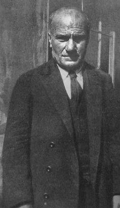 Il dr Francesco Nardacchione (1860-1936), medico di fiducia dei Cappuccini di S. Angelo; si attivò per la riapertura del convento di S. Onofrio a Casacalenda (CB), retto dai Frati Minori, in cui volle essere tumulato. Visitò più volte anche il giovane Fra Pio da Pietrelcina, spesse volte ammalatosi non appena metteva piede nella Diocesi di Larino