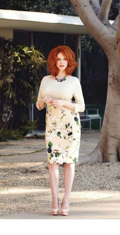 Today I have brought in for you guys a creative post of Retro Outfits For Special Occasions. My next post is dedicated to spectacular retro outfits for special Beautiful Christina, Beautiful Red Hair, Beautiful Redhead, Beautiful Celebrities, Gorgeous Women, Beautiful People, Beautiful Pictures, Cristina Hendricks, Color Rubio