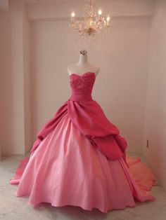 This reminds me of the first dress Cinderella was going to wear to the ball
