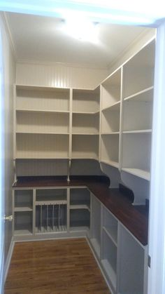 Pantry design for kitchen can be planned with some ideas. Here, you can find some useful inspirations to design your pantry. Pantry Room, Pantry Closet, Pantry Storage, Pantry Organization, Organizing, Kitchen Storage, Kitchen Pantry Design, Kitchen Redo, Kitchen Remodel