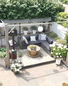 Garden Deco – 28 garden design ideas to create your dream space – Isabelle Style – # # The post Garden Deco – 28 garden design ideas to match your trad … appeared first on Pinova - Gardening Backyard Garden Design, Backyard Patio, Backyard Landscaping, Diy Patio, Back Garden Design, Pergola Garden, Pergola Roof, Landscaping Design, Garden Deco