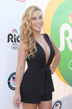 The American figure skater and NBC Olympics correspondent — best known for being the youngest Olympic gold medalist in the ladies' single figure skating event, in 1998 — reveals what she's bringing along to Rio. Tara Lipinski Olympics, Nbc Olympics, Ice Queen, Celebs, Celebrities, Athletic Women, Opening Ceremony, Figure Skating, Santa Monica