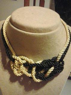 Collar de nudos en negro y dorado