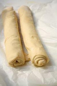 Am sa descriu o reteta din batrani a prepararii aluatului in foi Romanian Desserts, Romanian Food, Pastry And Bakery, Bread And Pastries, Cooking Bread, Cooking Recipes, Pie Dough Recipe, Baking Bad, Pita