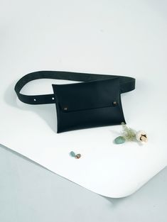 For the explorer in all of us. This minimalist waist belt will hold all your essentials, leaving you hands free and ready for adventuring. Wear this belt bag on your lower waist or cross body. It also becomes your perfect city cycling companion, big enough for your everyday essentials! + body and waist belt are made of a medium weight America cowhide leather + waist belt has 2 secure traditional leather work stud closures allowing the wearer to adjust at 4 different points, suitable for XS-M…