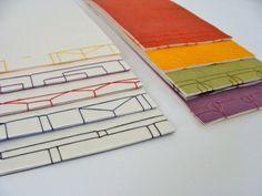japanese stab binding, some nice variations Diy Paper, Paper Art, Paper Crafts, Japanese Stab Binding, Bookbinding Tutorial, Art Fund, Origami, Japanese Books, Japanese Notebook