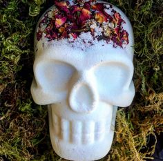 Sugar Skull Bath Bomb, Bath Fizzy, Hidden Color Bath Bomb, White Bath Bomb, Bath and Body Bergamot Essential Oil, Frankincense Essential Oil, Essential Oils, Skull Bath Bomb, Water Tub, Oil Water, Bath Boms, Bath Fizzies, Bath Salts