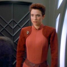 DS9 Bajoran Military Uniform (Female)  could i adapt this to make my miley-kira costume hybrid dream come true?
