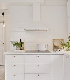 Poppytalk: A White on White Kitchen