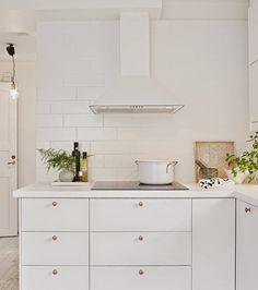 Poppytalk: A White on White Kitchen