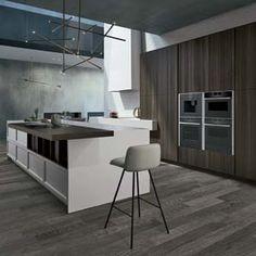 Cucina bianca opaca, top in quarzo chiaro. alzata brutta | Cucine ...