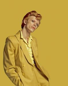 david bowie photographed by terry oneill in 1974 davidbowie yellow bowie glampop glamrock retro vintage retrostyle vintagefashion retrofashion 1974 terryoneill rock rockmusic singer songwriter singersongwriter musician rocknroll legend Saint Yves, Freddie Mercury, David Bowie Fashion, The Thin White Duke, Tribute, Ziggy Stardust, Poses, Mellow Yellow, The Beatles