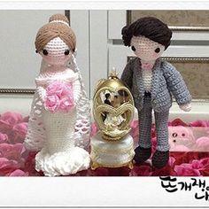 #amigurumi#crochet#amigurumicrochet#웨딩커플1호#amigurumidesign Wedding Doll, Groom, Bride, Dolls, Christmas Ornaments, Holiday Decor, Crochet, Boyfriends, Amigurumi