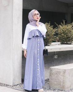 Model Baju Gamis Modern Terbaru Sabrina Rok Aksen Kancing Soft Blue and White Modern Hijab Fashion, Muslim Women Fashion, Hijab Fashion Inspiration, Islamic Fashion, Hijab Style Dress, Casual Hijab Outfit, Dress Muslim Modern, Embroidery Suits Design, Colourful Outfits