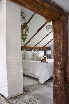 Rustic Farmhouse Bedroom Master Suite Awesome Best Bedrooms In Celebrity Homes Celebrity Master Bedroom Design Celebrity Bedrooms, Celebrity Houses, Celebrity Closets, Celebrity Style, Attic Renovation, Attic Remodel, Christian Siriano, Bedroom Ceiling, Bedroom Decor