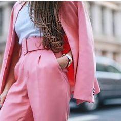 On Wednesday's we wear pink  @workwearhow wearing Zara Trousers ( 2265/811) and Zara Blazer ( 2207/691) #pink #pinksuit #pinkpants #zara #zarasuit #zarapants #streetstyle #streetwear #workwear #workstyle #style #fashion #pinkblazer