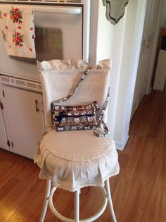 Unique Ideas Can Change Your Life: Upholstery Webbing Vintage upholstery tips fabric chairs.Upholstery Tutorial Annie Sloan upholstery tips thrift stores. Living Room Upholstery, Upholstery Tacks, Upholstery Cushions, Furniture Upholstery, Upholstery Cleaning, Slipcovers For Chairs, Upholstered Chairs, Clean Couch, Patterned Chair