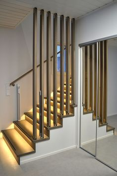 44 chic indoor home staircase design ideas for your home 40 Modern Stairs Chic D Modern Stairs Chic Design home Ideas Indoor Modern Staircase stairs Staircase Decor, Home Stairs Design, Railing Design, Elegant Living Room Design, Staircase Railings, Stairway Design, Stair Railing Design, Stair Lighting, Stairway Lighting
