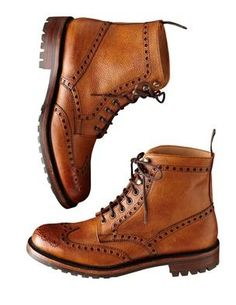 What are oxford shoes ? You will find many definitions of oxford shoes on the net but we will keep it simple. An oxford shoe or balmorals is the one which has laces to be-be precise (Closed lacing system) with the Low-heeled and Exposed ankle. Mode Shoes, Men's Shoes, Shoe Boots, Dress Shoes, Leather Men, Leather Shoes, Fashion Shoes, Mens Fashion, Well Dressed Men