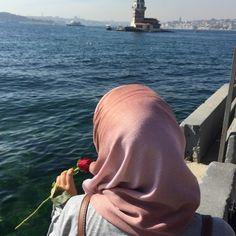 Just me and Istanbul Casual Hijab Outfit, Ootd Hijab, Hijab Chic, Hijab Dress, Muslim Girls, Muslim Couples, Muslim Women, Niqab Fashion, Muslim Fashion