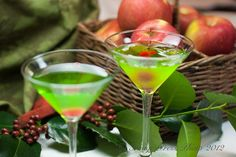 {Snow White} theme drink Green Appletinis Recipe: 4 ounces good Vodka 2 ounces Sour Apple Pucker 2 ounces Midori liqueur Maraschino cherries or green apple slices, for garnish Fun Drinks, Yummy Drinks, Alcoholic Beverages, Party Drinks, Mixed Drinks, Green Apple Vodka, Sour Apple Pucker, Watermelon Martini, Cheers