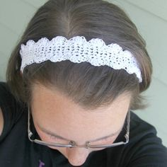This cute headband is super easy and quick!...free pattern!