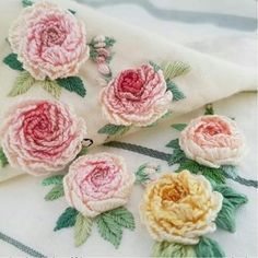 bi_fikir_arayanlara - Craft-o-Rama Hand Work Blouse Design, Embroidered Roses, Folk Embroidery, Felt Dolls, Discover Yourself, Needlework, Cross Stitch, Crochet, Flowers