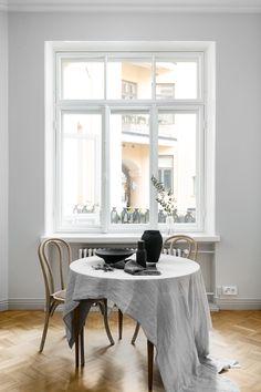 Upea kolmio vuonna 1896 valmistuneessa talossajossa historiallinen loisto kohtaa parasta nykyaikaista asumistasoa. Betjäning på svenska. Service in English.