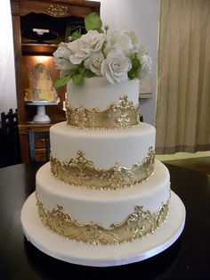 Cream and Gold Wedding Cakes Victorian Wedding Cakes, Elegant Wedding Cakes, Wedding Cake Designs, Bling Cakes, Fancy Cakes, Gorgeous Cakes, Pretty Cakes, Cake Design Inspiration, Fake Cake