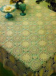 Desde un motivo ya sea redondo o cuadrado se forman manteles grandiosos y generosos en medidas deseadas para vincular a las distintas mesas...