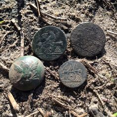 Great day! Me and Russ both end the day with two War of 1812 buttons each! #savinghistory #metaldetecting #relichunting #warof1812 #scdigger curated by http://mvn.click/1IuYwR4