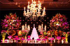 mesa de doces com lustre e castiçal Madame Fiori